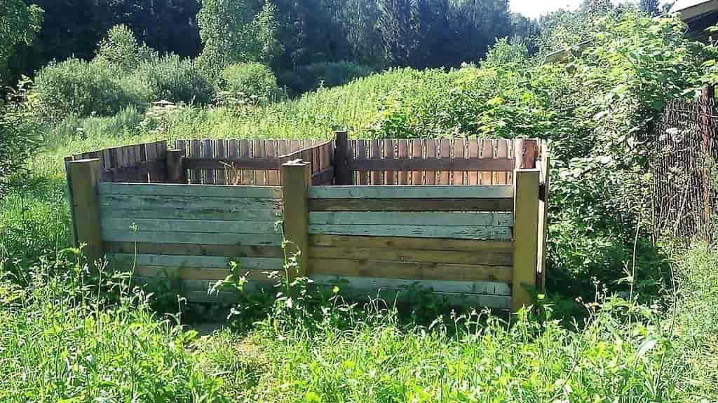 двухсекционный деревянный компостер